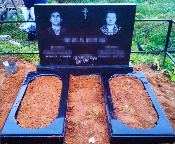 Семейный памятник на могилу из гранита на троих/двоих №2000.